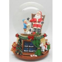 Schneekugel Santa im Schaukelstuhl