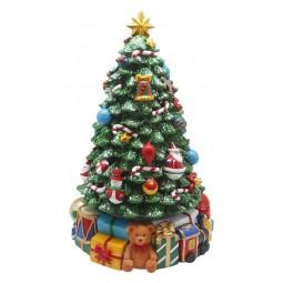 Großer Tannenbaum mit Geschenken