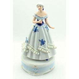 Porzellandame Blau-Weiß