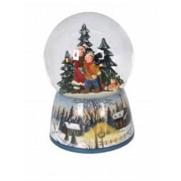 Schneekugel mit Kindern im Wald